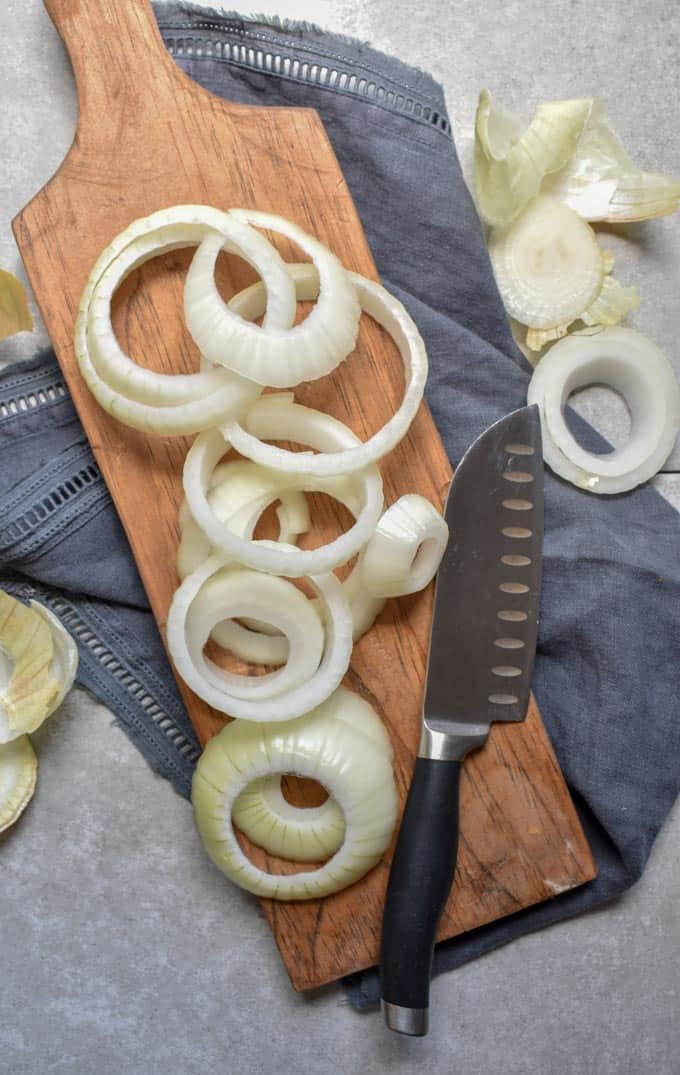 Crunchy baked onion ring raw slices.