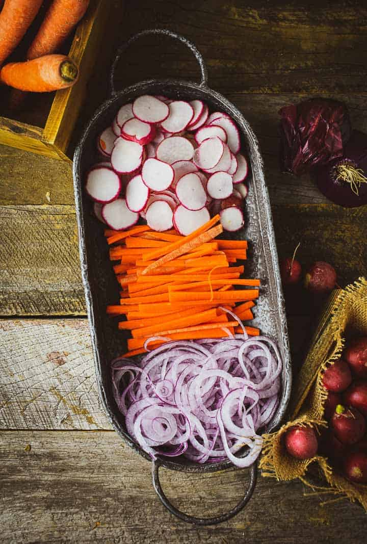 Onion, radishes, and carrots in platter.