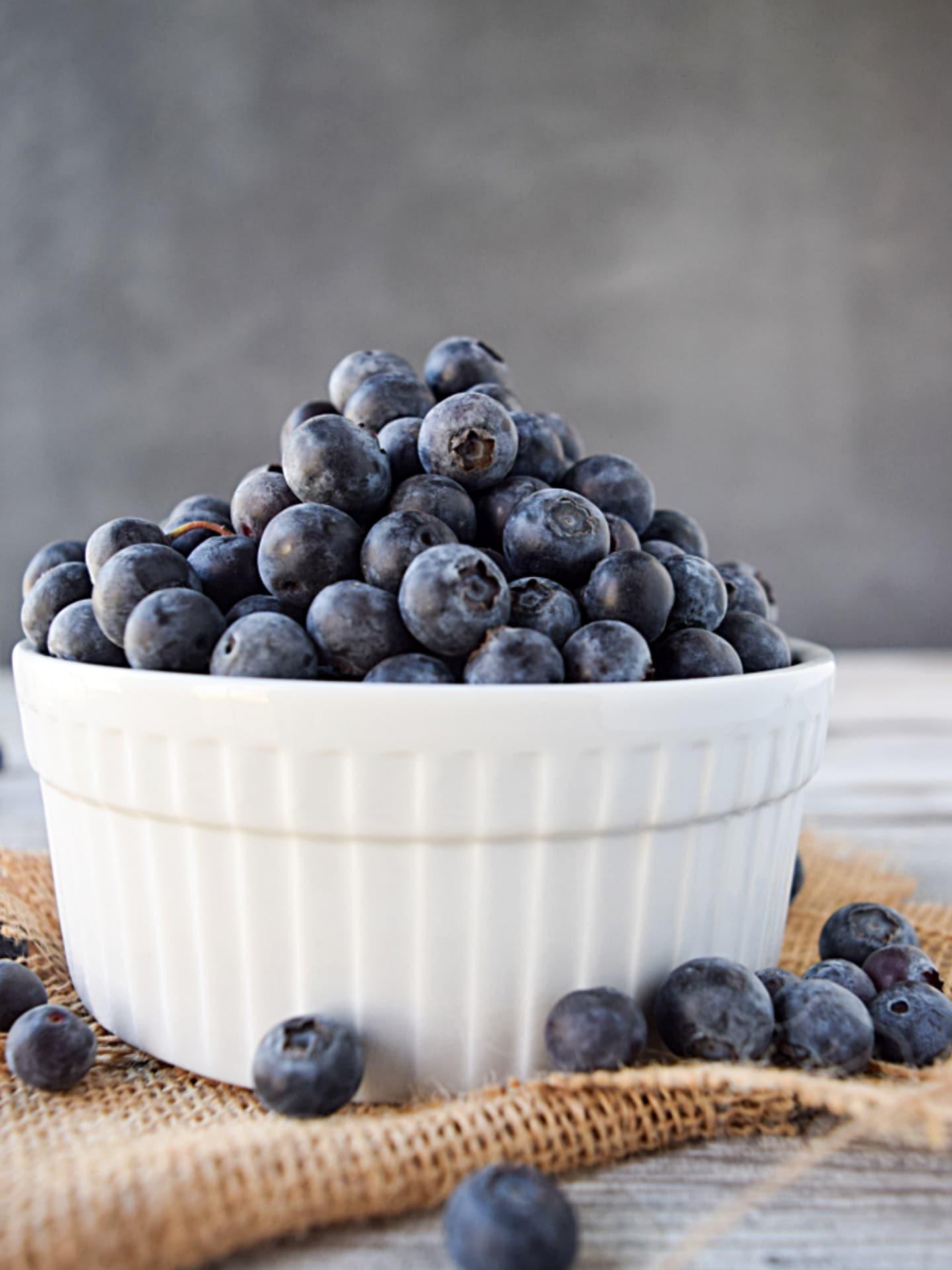 Fresh blueberries in white bowl.