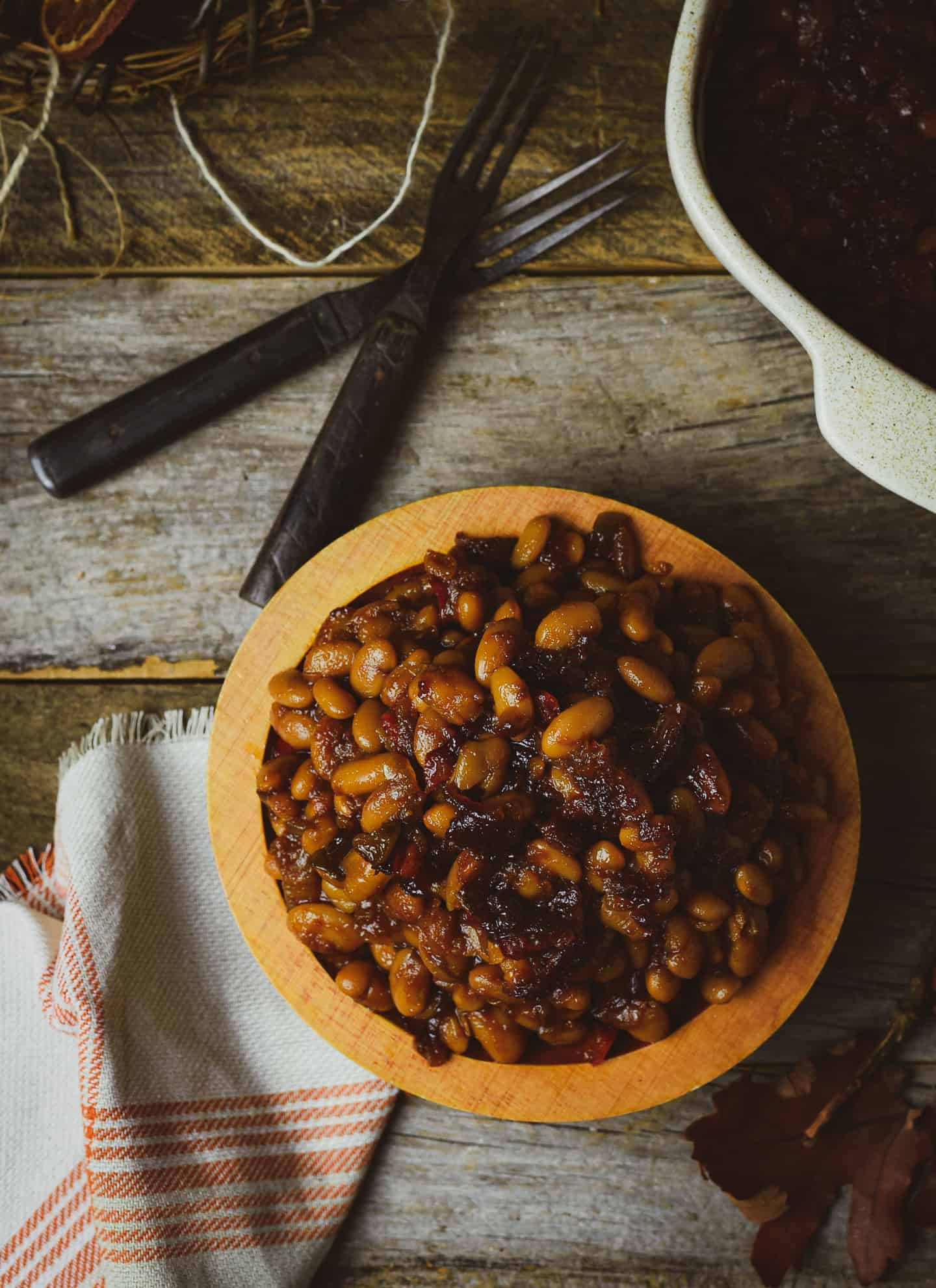 Bowl of baked beans.