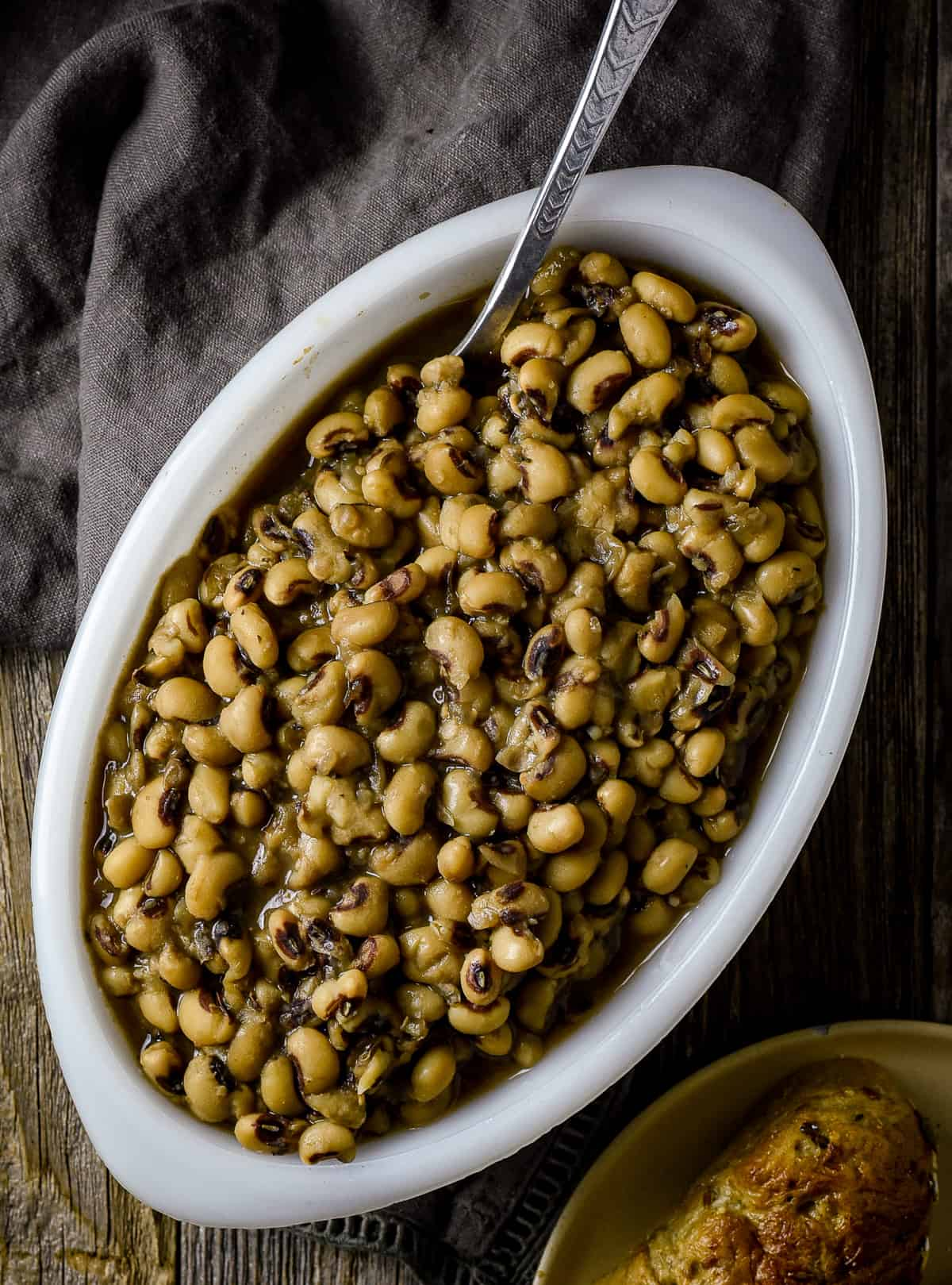 Black-eyed peas in serving dish.