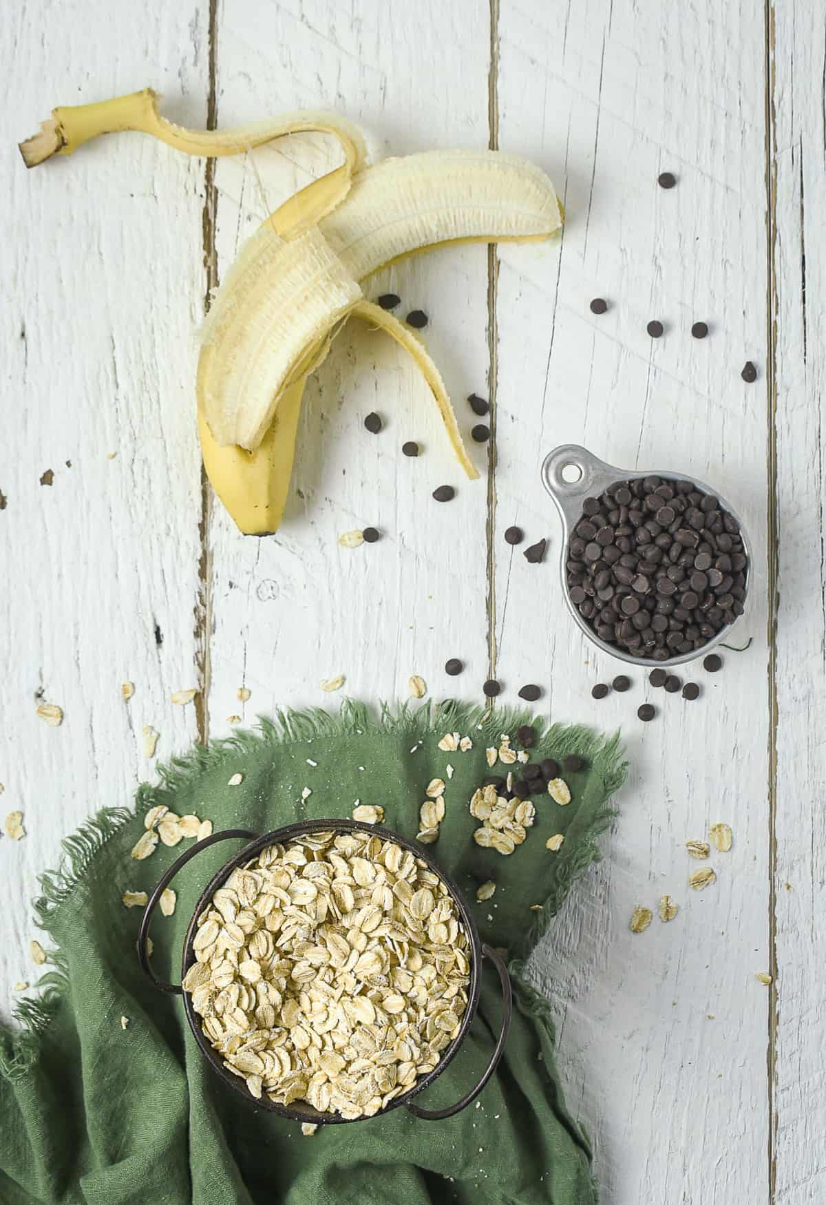 Oats, chocolate chips, and a banana.